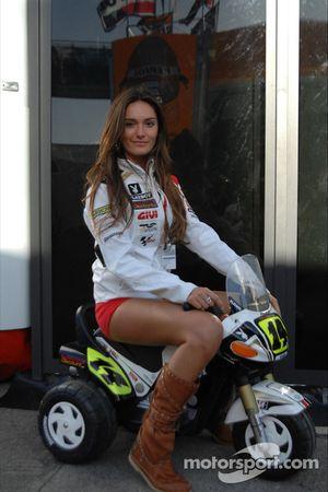 Una chica LCR Honda MotoGP Team
