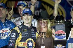 Victoire pour Kurt Busch, Penske Racing Dodge, avec sa femme Eva