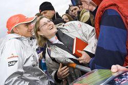 Heikki Kovalainen Takes a photo ve fan
