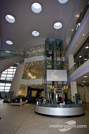 Foyer Mercedes Benz World