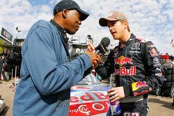 Scott Speed, Red Bull Racing Team Toyota, entrevistado por Arsenio Hall para un segmento en el Jay L