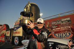Le champion NHRA Pro Stock 2009 Mike Edwards