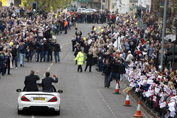 Ross Brawn and Nick Fry celebrate 2009 world championships with the Brawn GP staff in the street of Brackley
