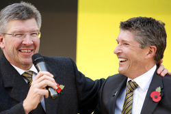 Ross Brawn and Nick Fry celebrate 2009 world championships with the Brawn GP staff in the street of