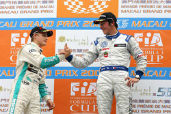 Podium: Le vainqueurJean-Karl Vernay, Signature avec le second, Marcus Ericsson, Tom's