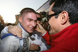 Race winner Edoardo Mortara, Signature celebrates