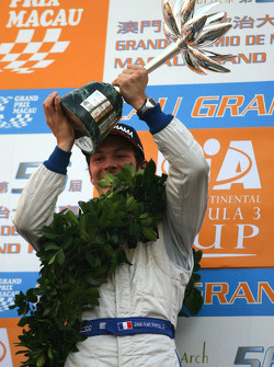 Podium: seconde place pour Jean-Karl Vernay, Signature