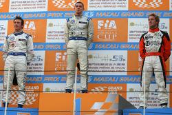 Podium: race winner Edoardo Mortara, Signature, with second place Jean-Karl Vernay, Signature, and third place Sam Bird, Art Grand Prix