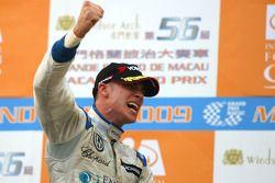 Podium: race winner Edoardo Mortara, Signature
