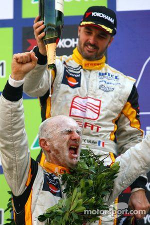 Yvan Muller, Seat Sport, Seat Leon 2.0 TDI and WTCC 2009 champion Gabriele Tarquini, Seat Sport, Sea
