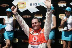 Craig Lowndes remporte la course pour le Team Vodafone