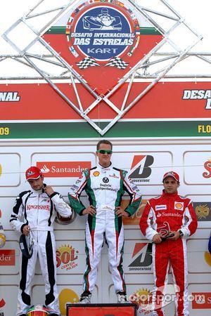 Le vainqueur Michael Schumacher, seconde place pour Vitantonio Liuzzi, troisième place pour Felipe Massa