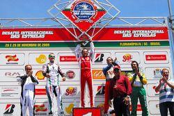 Felipe Massa gagne la seconde course, seconde place pourMichael Schumacher, troisième place pour Vitor Meira