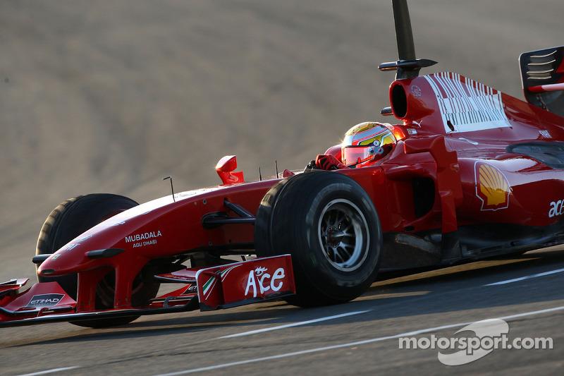 No mesmo ano, ele teve o gostinho de realizar seu sonho de infância, ao conduzir um carro de F1 pela primeira vez. Impressionado com a sua performance, a Ferrari o contratou para sua academia de pilotos.