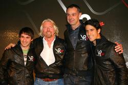 Timo Glock, pilotu ve Sir Richard Branson, Yönetim Kurulu Başkanı, Virgin Group, Nick Wirth, Teknik