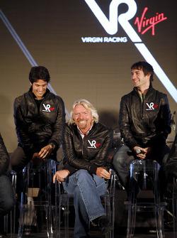 Lucas di Grassi, pilotu ve Sir Richard Branson, Yönetim Kurulu Başkanı, Virgin Group ve Timo Glock,