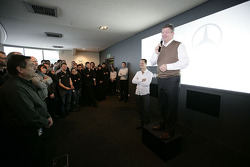 Ross Brawn stellt seinen neuen Fahrer Michael Schumacher vor