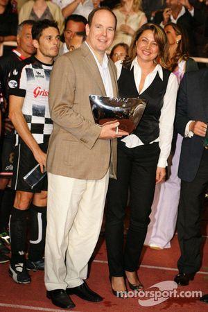 Equipo de Estrellas contra Nazionale Piloti, juego de futbol a caridad , Mónaco, Estadio Louis II: P