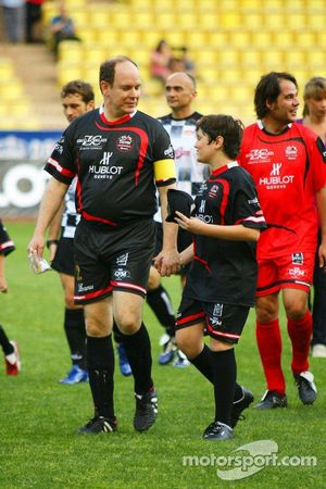 Equipo de Estrellas contra Nazionale Piloti, juego de futbol a caridad , Mónaco, Estadio Louis II: G
