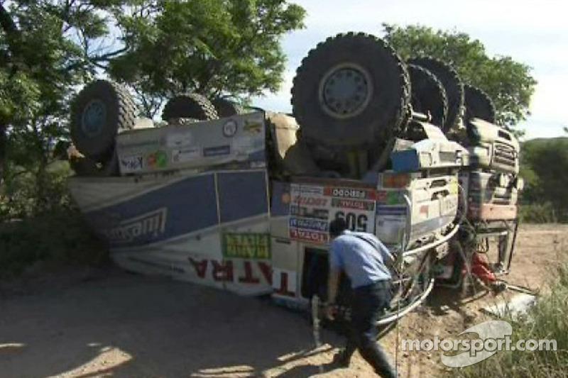 Crashed #509 Tatra: Tomas Tomecek, Vojteck Moravek y Petr Vojkovsky