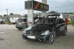 Mercedes-Benz R-Class media car at a Buenos Aires gas station