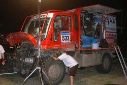 #533 Mercedes de Thomas Wallenwein y Serge Cabiro en el área de servicio