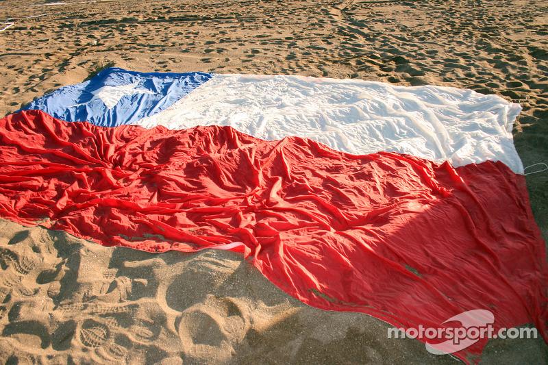 Bandera chilena en la playa
