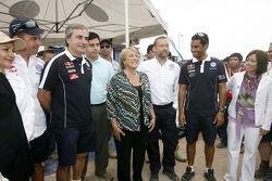 Giniel de Villiers, Carlos Sainz, Michelle Bachelet, Presidente du Chili, Kris Nissen, Directeur du Sport Automobile de Volkswagen et Nasser Al Attiyah