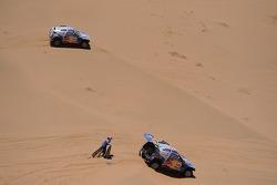 #303 Volkswagen: Carlos Sainz and Lucas Cruz Senra, #306 Volkswagen: Nasser Al Attiyah and Timo Gott