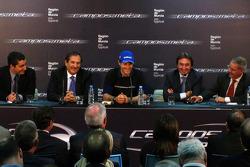 Adrian Campos presenta a su nuevo piloto, Bruno Senna