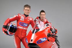 Nicky Hayden et Casey Stoner avec la nouvelle Ducati Desmosedici GP10
