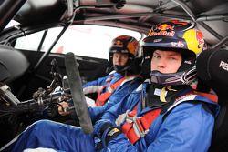 Kimi Raikkonen prueba el Citroën C4 WRC en los talleres de Citroën Satory en Versailles