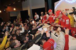 Casey Stoner en Nicky Hayden ontmoet fans
