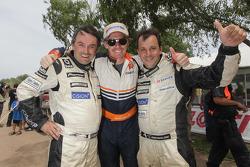 Ricardo Leal dos Santos y Paulo Fiuza festejan con Guerlain Chicherit