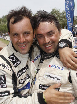 Ricardo Leal dos Santos y Paulo Fiuza celebran