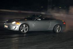 Jaguar XKR conduite par Tiff Needell