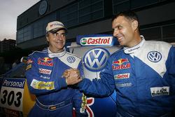 Podio de autos: los ganadores del Rally Dakar 2010 en la cateogría de autos, Carlos Sainz y Lucas Cr