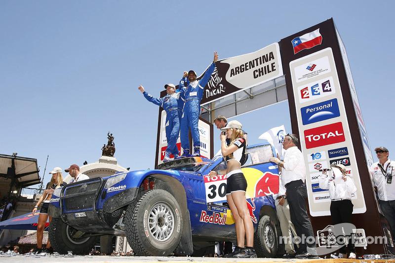 Auto's podium: tweede plaats Nasser Al Attiyah en Timo Gottschalk
