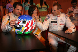 Ted Kravitz and lea Mckenzie check out Alexander Wurz new helmet design