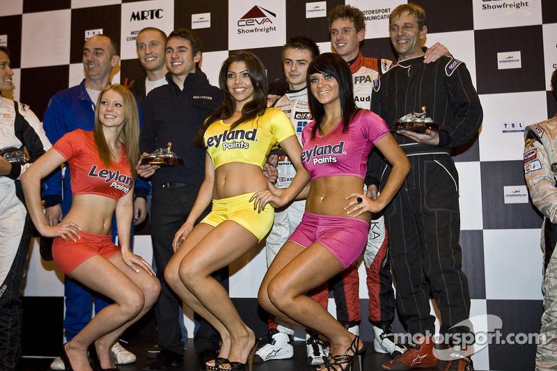 Le vainqueur de la course de kart de charité