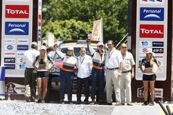Auto's podium: vijfde plaats Guerlain Chicherit en Tina Thorner
