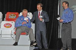 Team eigenaar Joe Gibbs met Marcus Smith en J. D. Gibbs