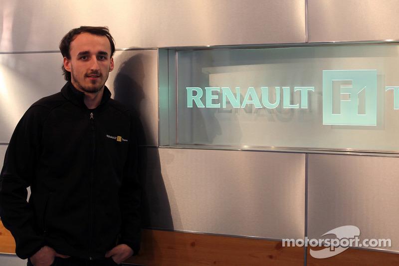 Robert Kubica visite l'usine Renault d'Enstone