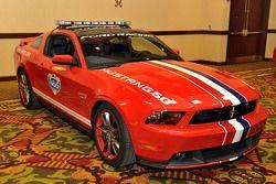El nuevo Ford Mustang GT, impulsado por el nuevo V-8 de 5.0 litros y 412 caballos de fuerza, marcará