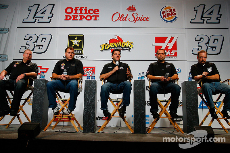 Tony Gibson, chef d'équipe de la NASCAR Sprint Cup Series N°39 de Ryan Newman et N°14 de Tony Stewart, et Darian Grubb, chef d'équipe de
