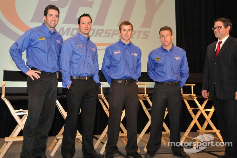 Elliott Sadler, Paul Menard, Kasey Kahne et A.J. Allmendinger (Pilotes du Richard Petty Motorsport)