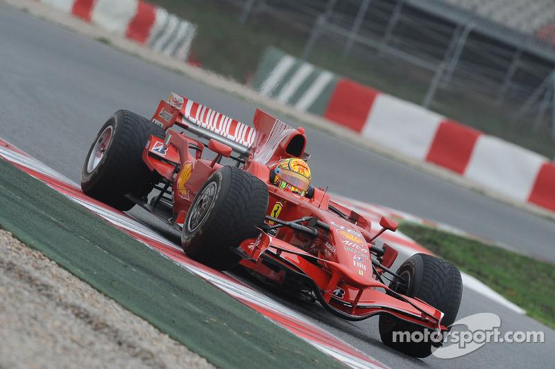 Valentino Rossi test ediyorFerrari F2008