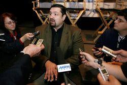El director de NASCAR Nationwide Series, Joe Balash responde preguntas durante una parada del Nation