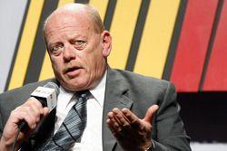 Après avoir été nommé Manager général de la compétition, John Darby (précédemment Directeur du NASCAR Sprint Cup Series) s'adresse aux médias