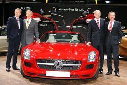Le conseil d'administration de Mercedes avec la nouvelle SLS